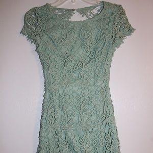 Lulu's Keyhole Back Lace Dress